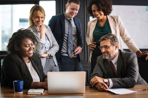 Партнерский маркетинг и начало продаж – данная методика больше всего подходит собственникам блогов и активных интернет-ресурсов.
